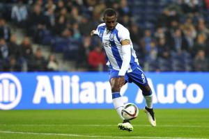 Jackson Martínez repete façanha e marca