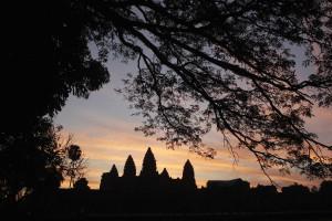 Turistas detidos por tirarem fotos nus em templo de Angkor