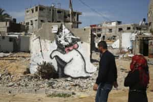 Por que Banksy pintou um gato nos muros de Gaza