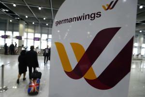 Multidão homenageia mortos no desastre da Germanwings