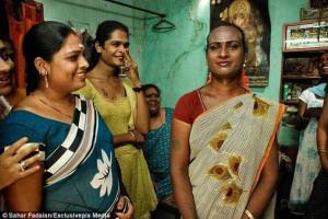 Índia reconhece terceiro género mas não o aceita
