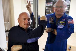 Scott vai voltar do espaço mais velho do que irmão gémeo