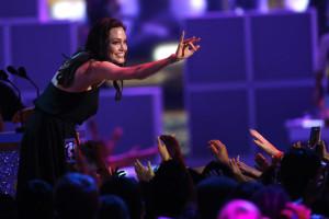 Após cirurgia, Jolie vem a público dizer que é bom ser diferente