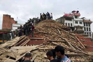 Imagens e vídeos do terramoto deste sábado no Nepal