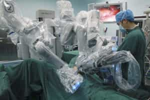 Investigadores avisam que robots cirurgiões podem ser 'invadidos'