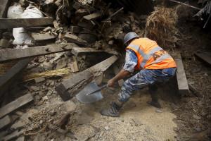 Equipas de resgate tentam chegar às zonas mais remotas do Nepal