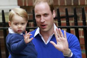 Príncipe George envergonhado conheceu irmã Charlotte