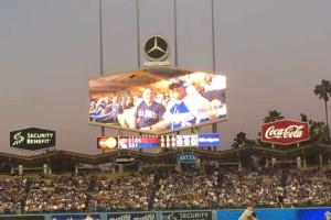 Beijo de casal homossexual em jogo de basebol torna-se viral