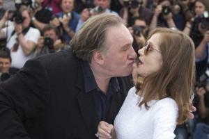 Beijos românticos e atrevidos entre celebridades