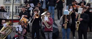 Alunos vão pagar 700 euros para ter aulas de música