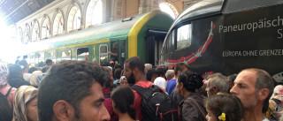 Refugiados conseguem entrar na estação rodoviária mas comboios não saem