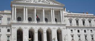 Parlamento deverá confirmar hoje leis vetadas por Cavaco Silva