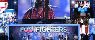 Mil pessoas, uma canção e tributo aos Foo Figthers