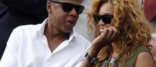 Jay-Z volta a colocar anel de casamento
