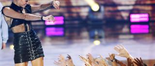 Miley Cyrus surpreende em campanha publicitária