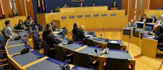 """Assembleia lamenta que parlamento continue """"refém"""" do deputado do PTP"""