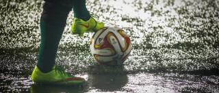 Treinador castiga jogadores com 'trabalhos forçados'
