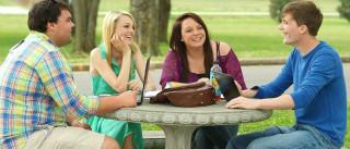 Ter muitos amigos aos 20 e bons aos 30 melhora bem-estar depois dos 50