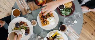 Cinco dicas sobreviver a jantares fora de casa