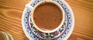 """Único café produzido na Europa atrai gente """"de longe"""" à ilha de São Jorge"""