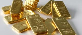 Ouro continua a afundar para novos mínimos de cinco anos