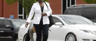 Tia de Bobbi Kristina 'expulsa' de funeral após discussão