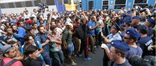 Mais de 3.500 migrantes chegaram a Viena vindos de comboio