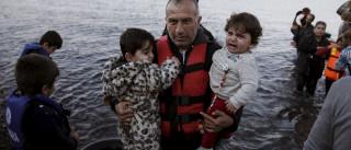 Resgatados 33 refugiados de embarcação abandonada por facilitador