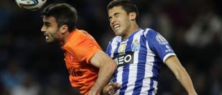 Jogador cedido pelo FC Porto dá os parabéns a Raúl Jiménez