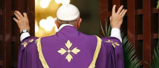 Papa visita mesquita de Bangui e pede paz entre cristãos e muçulmanos