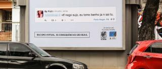 Mensagens racistas online são publicadas na rua do autor