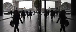 Várias pessoas retiradas da London Bridge devido a objeto suspeito