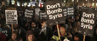 Milhares na rua contra proposta para ataques ao ISIS na Síria