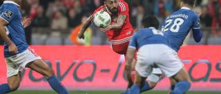 [0-3] Mitroglou concluiu boa jogada e 'mata' o jogo no Restelo