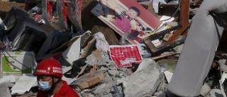 Equipas de socorro de Taiwan retiram menina de oito anos de escombros