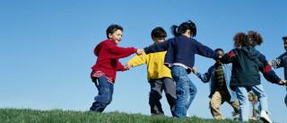 Veja 26 atividades baratas para pôr os seus filhos a brincar