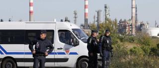 Governo francês mobiliza polícia contra bloqueios nas refinarias