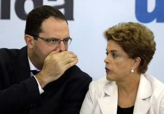 Ministro da Fazenda contra destituição de Dilma