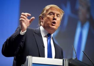 Segurança de Trump agride homem em protesto contra o candidato