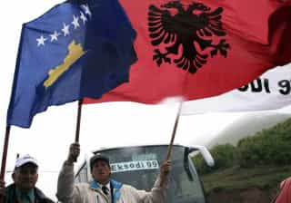 Parlamento do Kosovo aprova tribunal para crimes de guerra