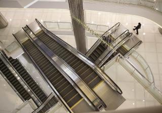 Escada rolante em centro comercial volta a fazer vítimas