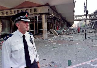 Sabiam que a bomba explodiria, mas ficaram para avisar as pessoas