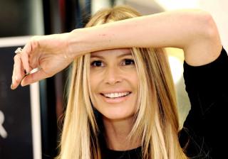 Aos 54 anos, Elle Macpherson deslumbra em sessão ao lado dos filhos