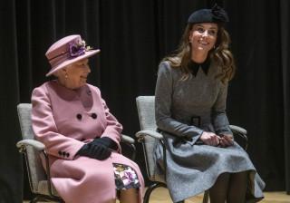 Kate Middleton brilha em raro evento com a rainha Isabel II