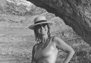 Cristina Ferreira posa em triquíni e é elogiada.