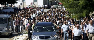 Centenas no funeral de crianças que morreram em acidente
