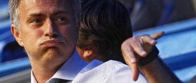 Mourinho não quis ficar atrás de Jesus e copiou-o. Perceba como