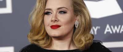 Adele 'recusa' fortuna por causa do filho