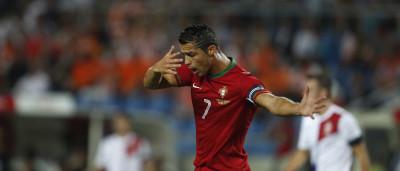 Cristiano Ronaldo leva 'tampa' de modelo