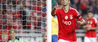 Jonas dá vitória ao Benfica em jogo com final de 'loucos'
